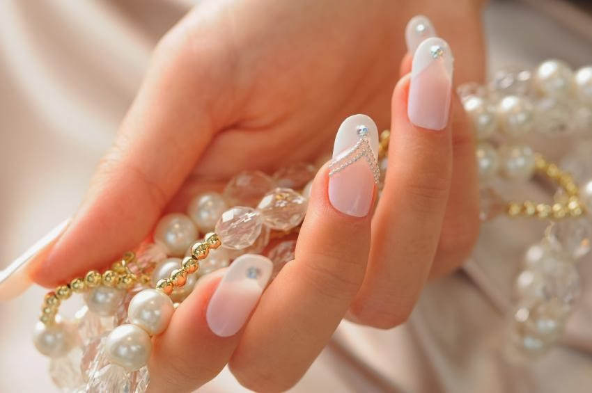 10 most beautiful wedding nail designs nail and beauty ideas wedding nail art using 1 pearl on each nail prinsesfo Image collections