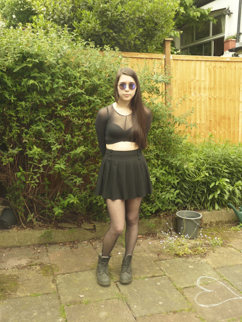 tights, diy, OOTD, dr martens, fishnets, school skirt