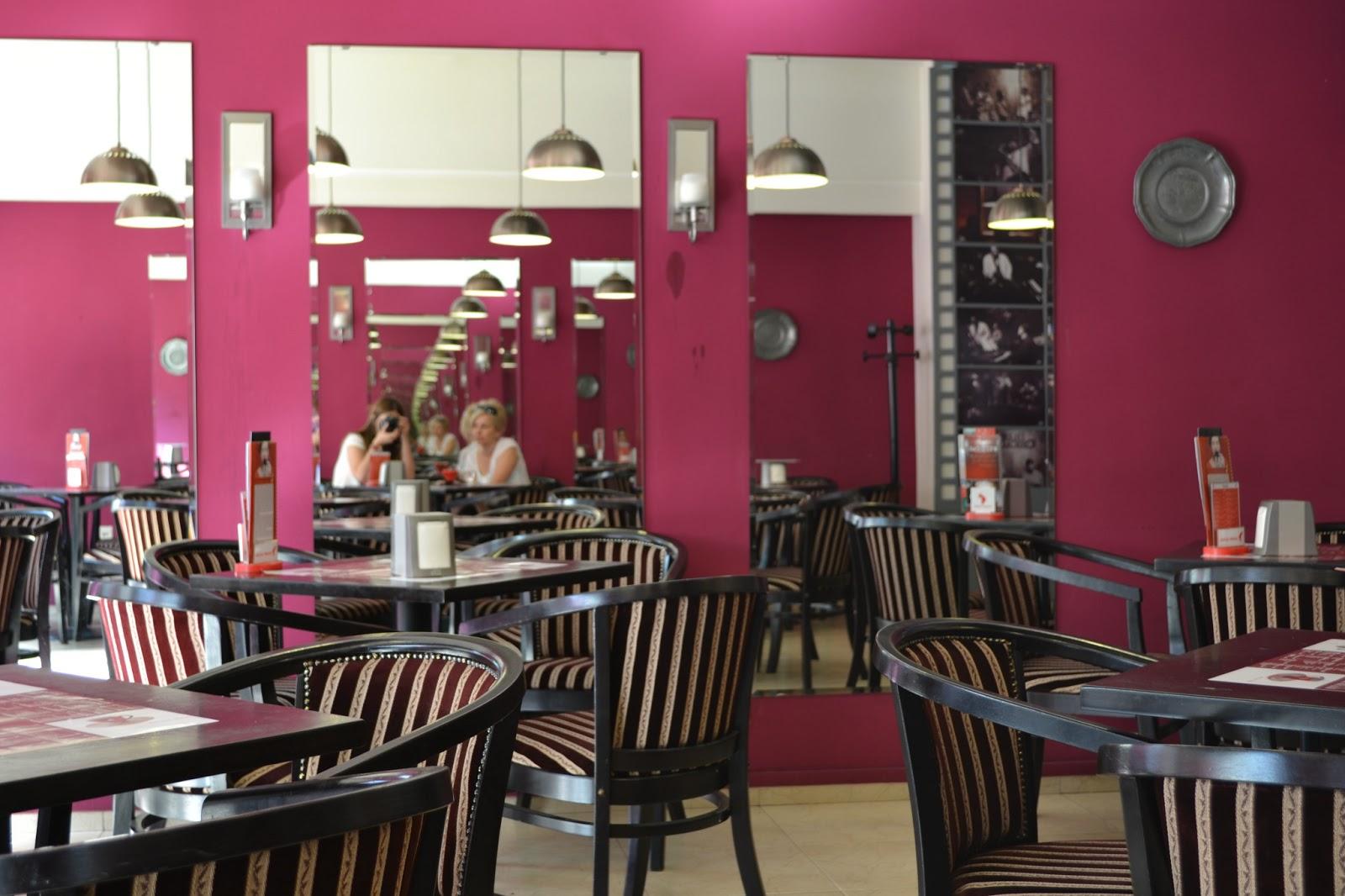 cafenea bizz cafe interior design oglinzi, mobilier