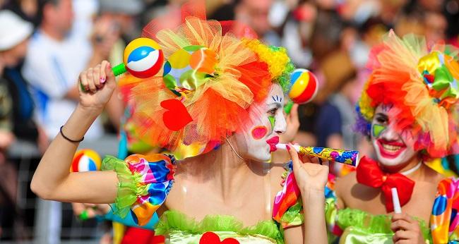 Πατρινό καρναβάλι: Δείτε live την νυχτερινή ποδαράτη παρέλαση