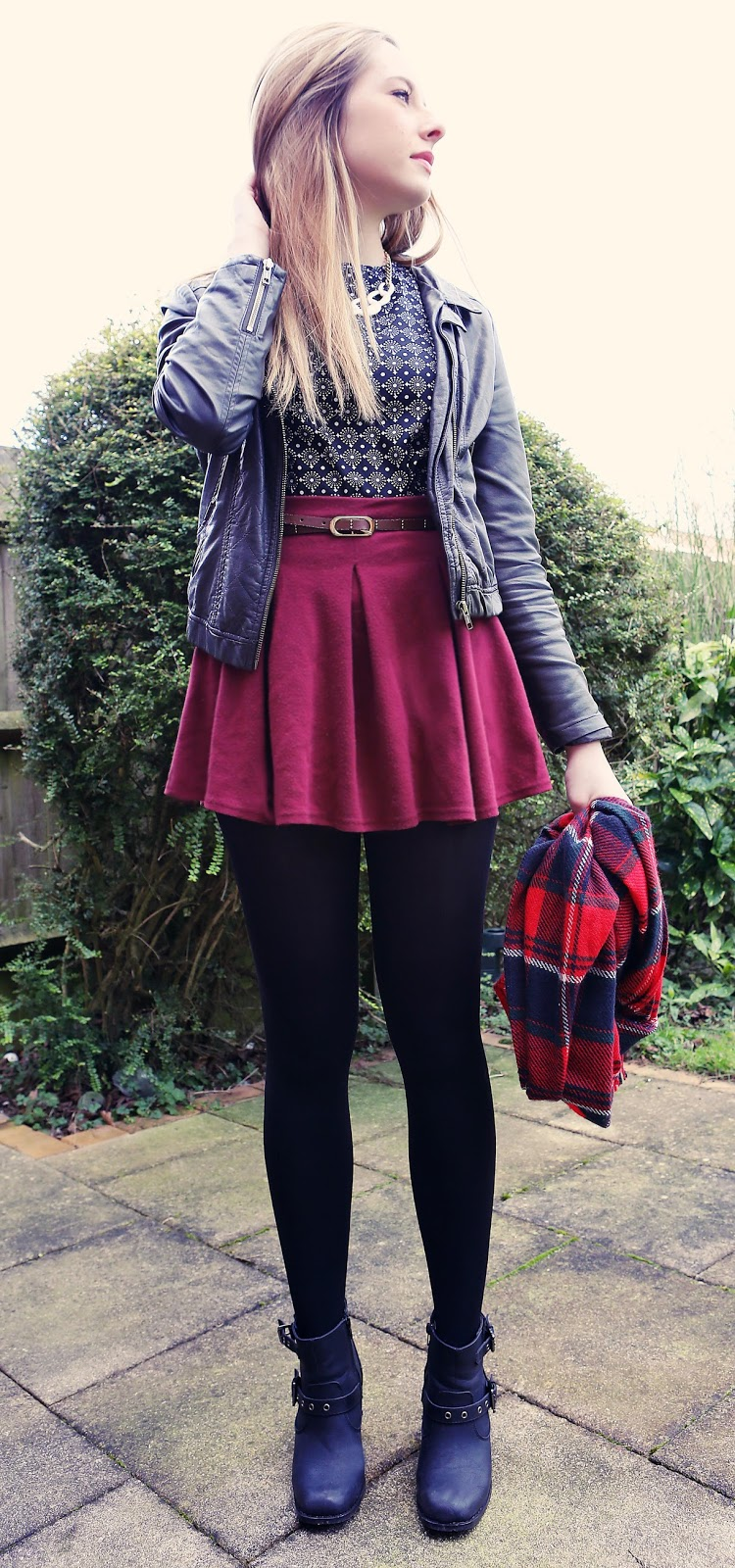 how to wear burgundy skater skirt