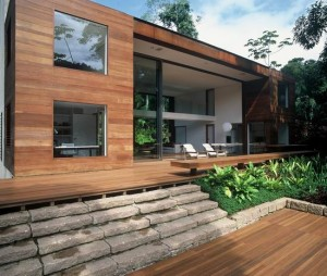 rumah dari kayu yang minimalis dan sederhana