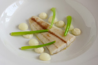 hal konfitált fogas tarlórépa zöld püré gyümölcsprés tárkony verjus fehér hagyma hagymapüré magvas gomborka olaj