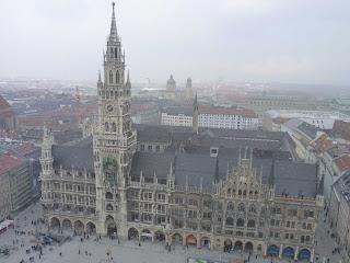 Nuevo Ayuntamiento desde Peterskirche.