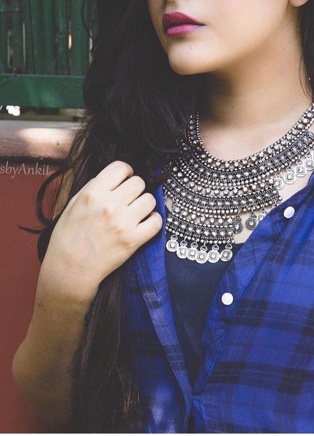 Antique Necklace hide face Dp 2016