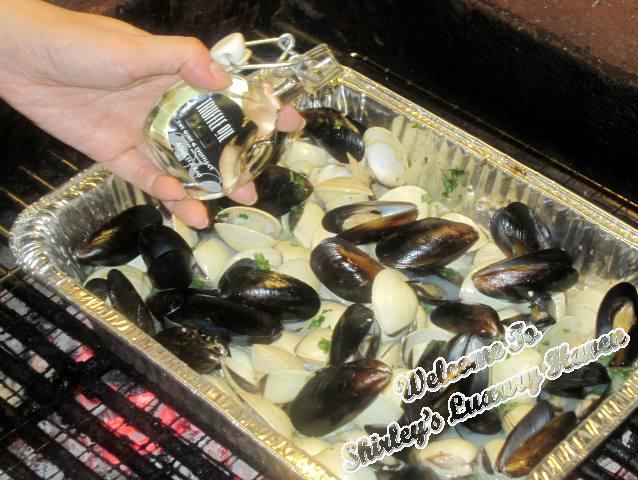 juicy clams mussels in truffle oil for bbq parties