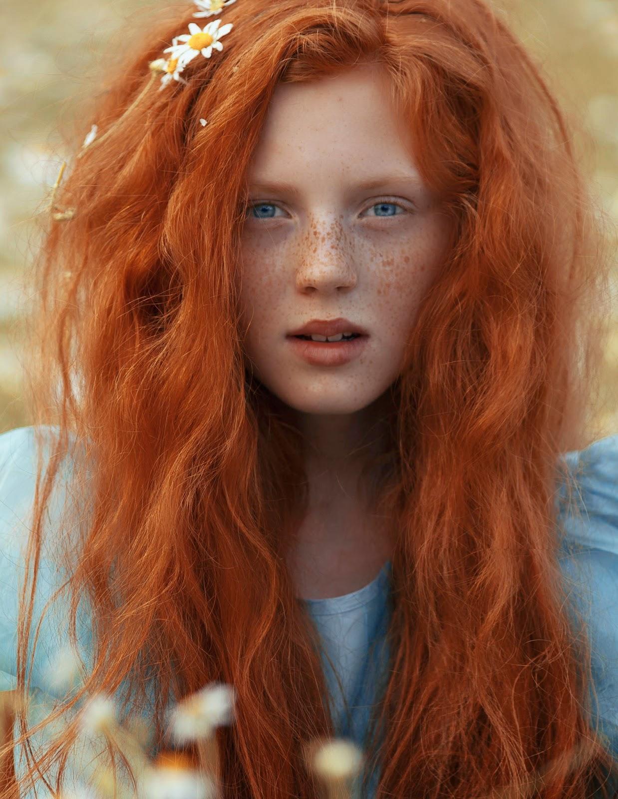 photo de Katerina Plotnikova, portrait d'une très belle jeune femme rousse