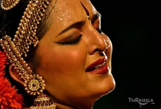Kuchipudi by Manju Warrier @ Nishagandhi Festival