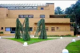 La façade nord et l'entrée