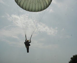 Pakistani Female Paratroopers Jumping From Mi-17 Helicopter