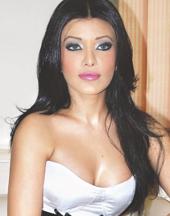 Photos Hot Pictures Sexy Wallpapers: Koena Mitra Gallery