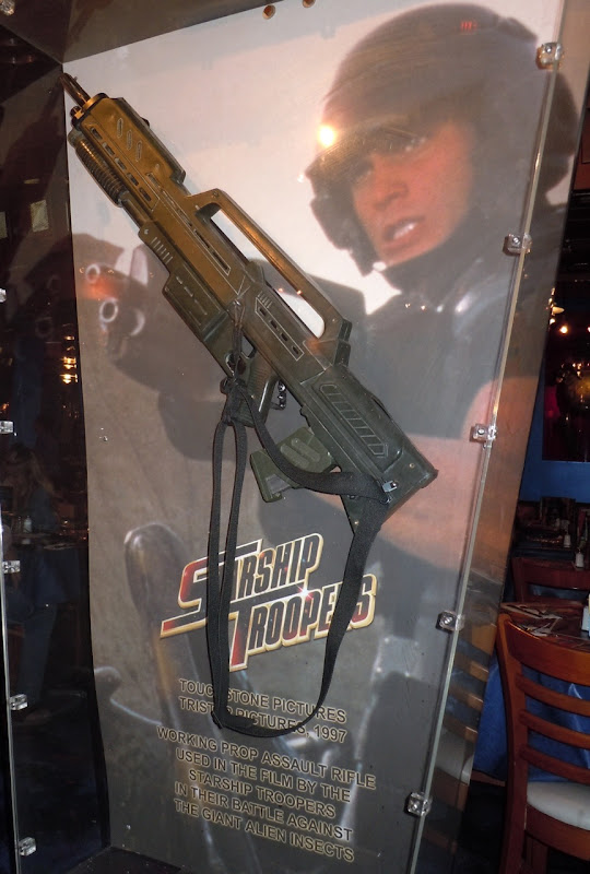 Starship Troopers assault rifle prop