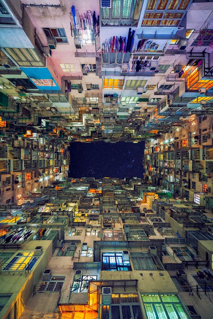 Φοβερό φωτογραφία που τραβήχτηκε κοίταζα τον ουρανό τη νύχτα στο κέντρο της πόλης Χονγκ Κονγκ