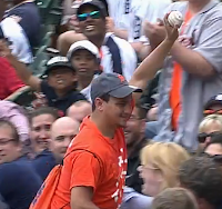 Tigers fan one-handed catch