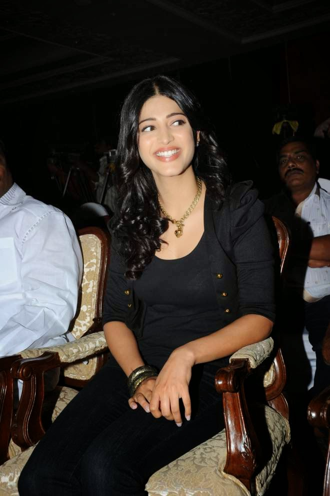 Shruti Hassan Wallpapers In Black Jeans