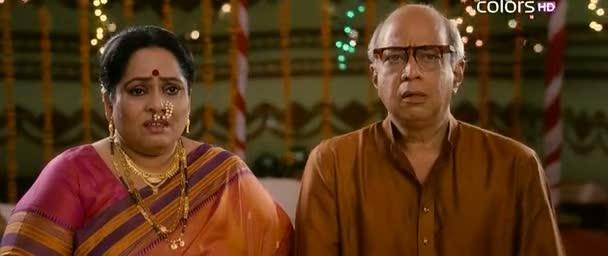 Watch Online Full Hindi Movie Aiyyaa 2012 300MB Short Size On Putlocker Blu Ray Rip