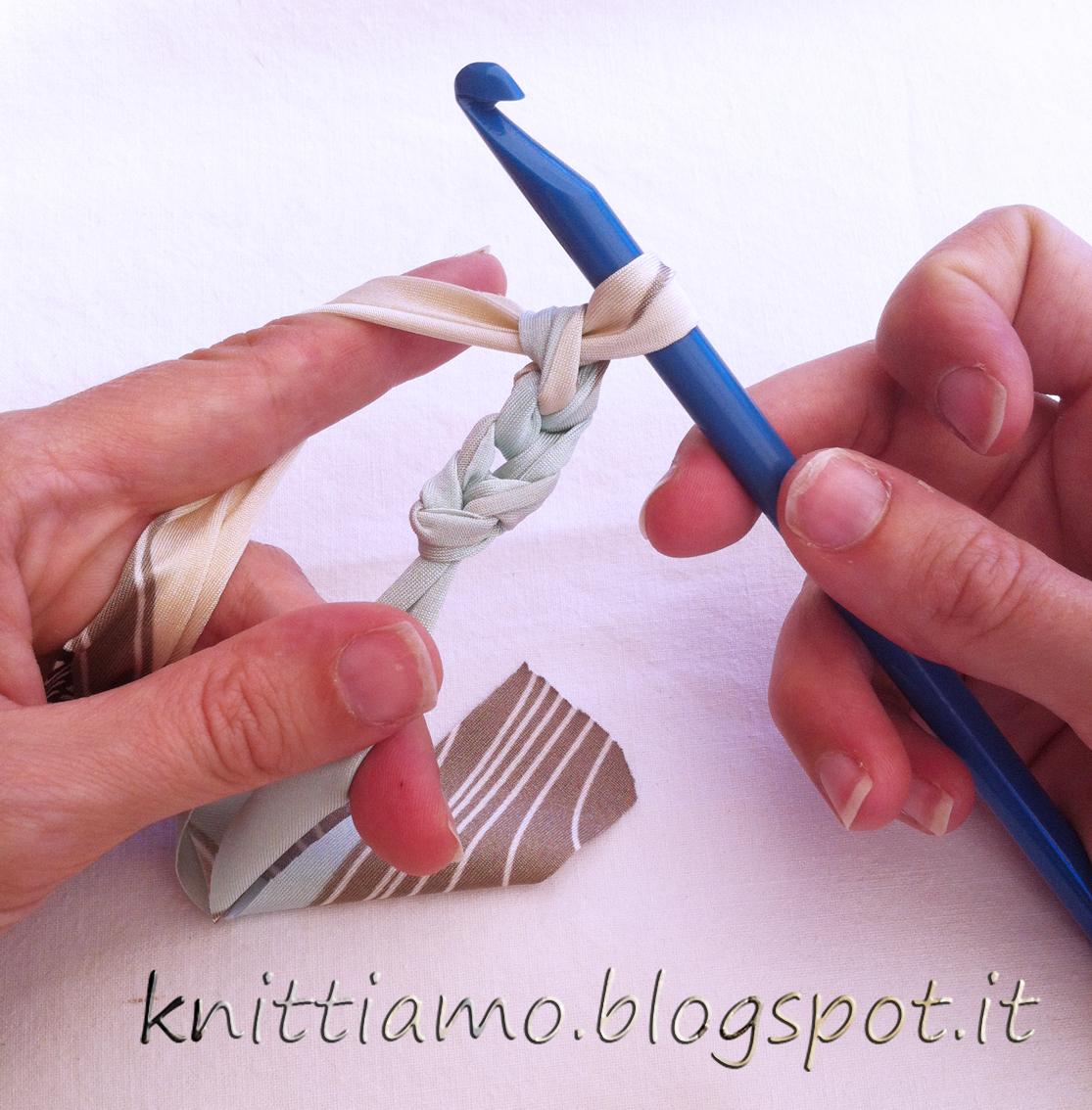 L'inizio del punto semplice per un braccialetto