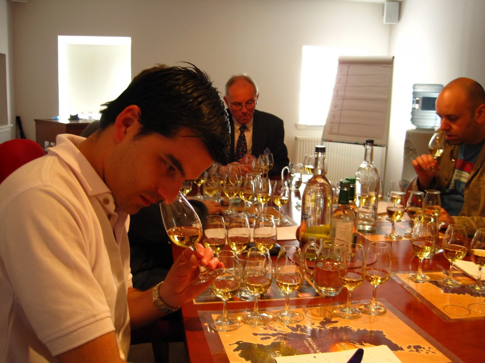 Mundo whisky aprendiendo a catar whiskies for Copas para whisky