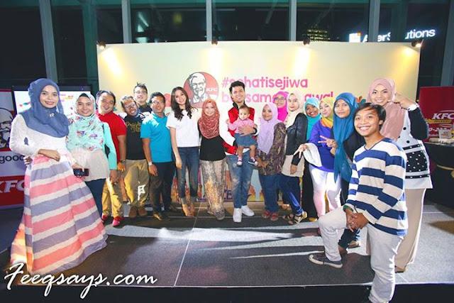 Gambar bersama rakan blogger yang turut hadir di majlis KFC #SehatiSejiwa Bersama Schawal