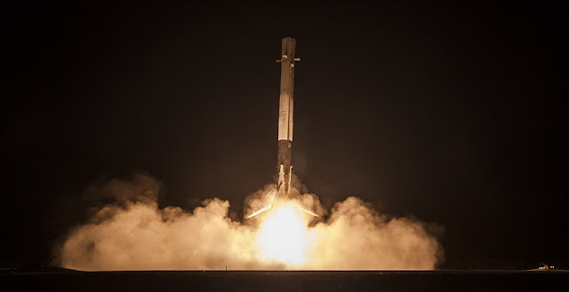 Falcon 9 first stage approaching Landing Zone 1. Credit: SpaceX