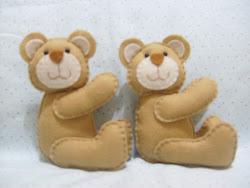 Ursinhos de feltro sentados