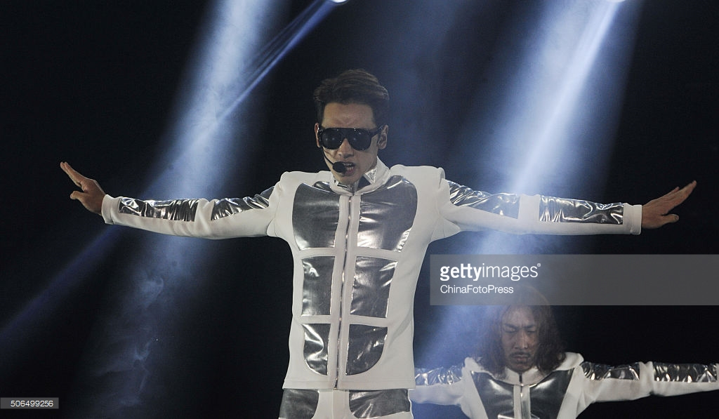 http://3.bp.blogspot.com/-iX6Oxe4S11w/VqXRDzcDCZI/AAAAAAABQtU/Ysp7bfRxr8U/s1600/south-korean-singer-rain-performs-onstage-during-his-concert-the-picture-id506499256.jpg