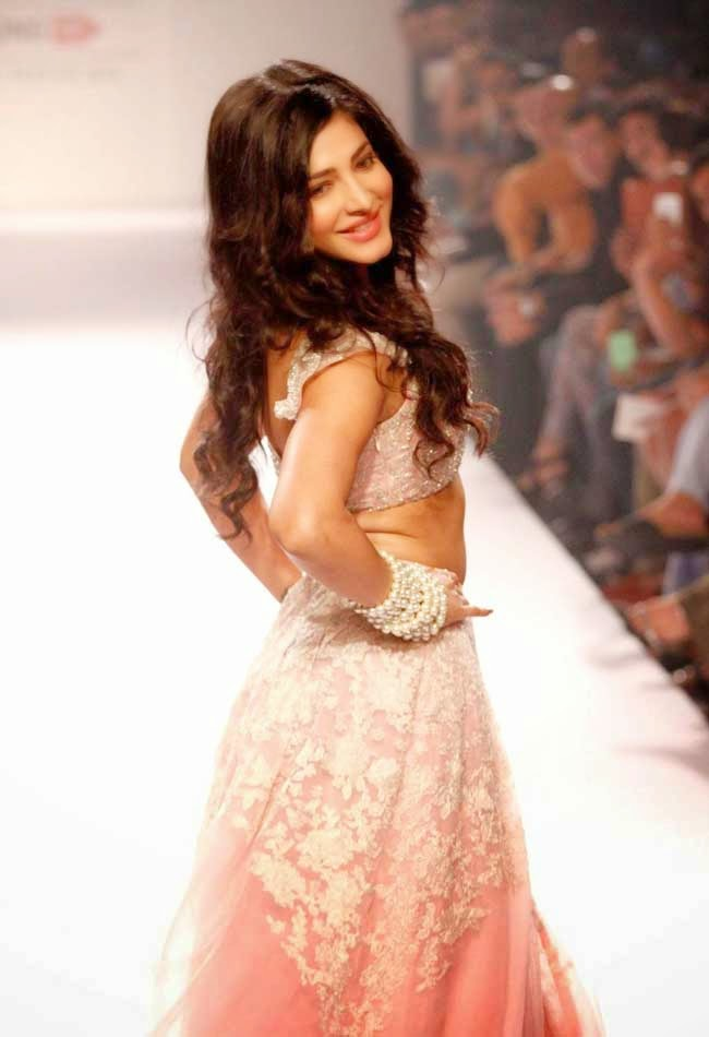 Shruti Hassan At Lakme Fashion Week Winter/Festive 2014