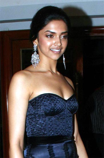 Deepika Padukone - Deepika Padukone Very Hot Pics