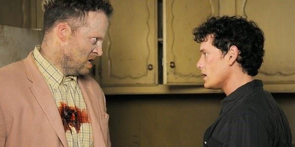 Shuler Hensley e Anton Yelchin em O ESTRANHO THOMAS (Odd Thomas)
