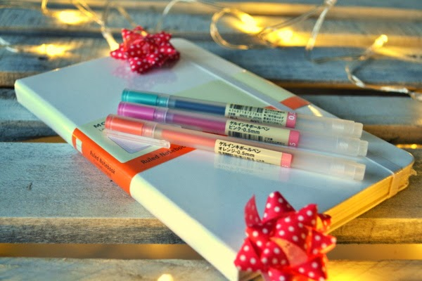 white-moleskine-muji-pens