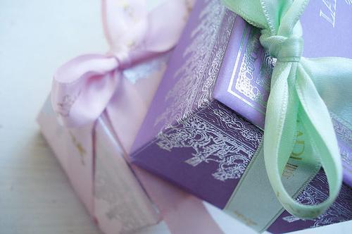 boite avec joli noeud laduree