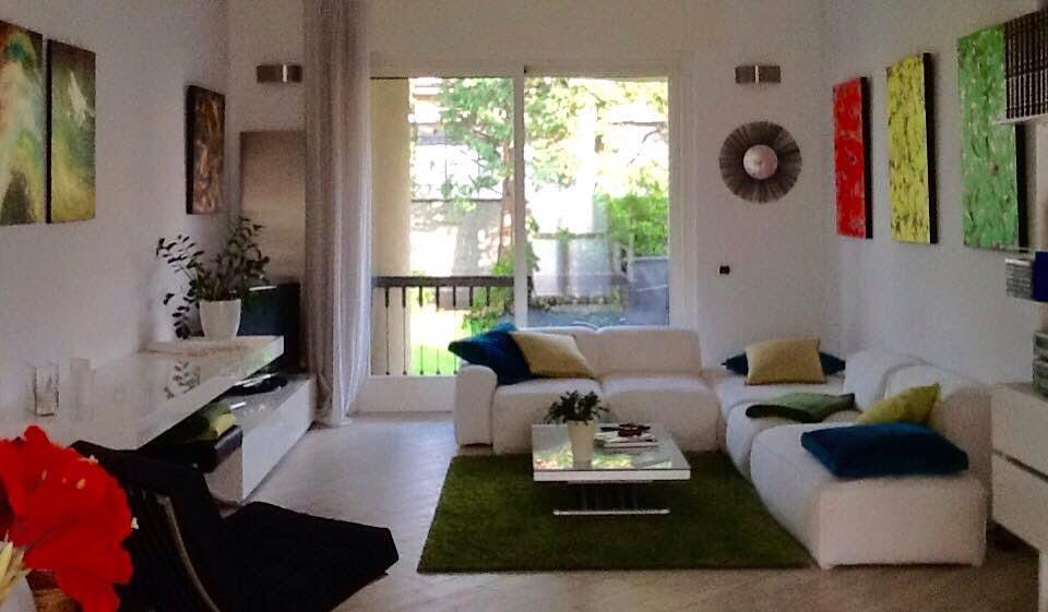 Interior relooking arredare con i quadri for Idee quadri soggiorno