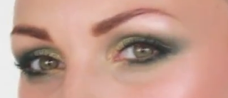 smokey green eyes makeup style
