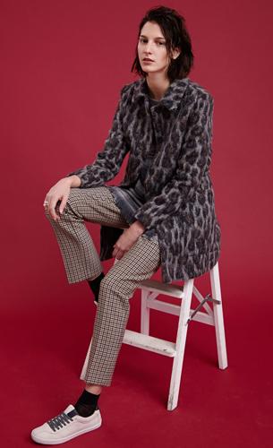 Zara coleccion otono invierno mujer look mezcla estampados