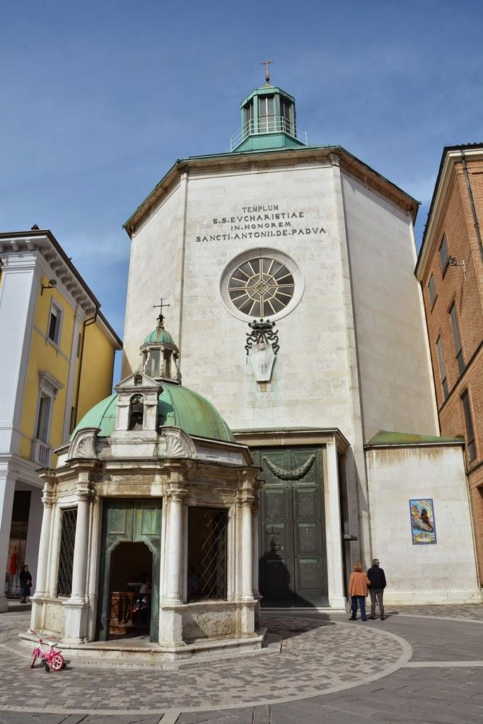 Piazza Tre Martiri Rimini chapel