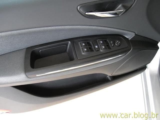 Fiat Bravo Essence 1.8 16V 2012 - por dentro - revestimento