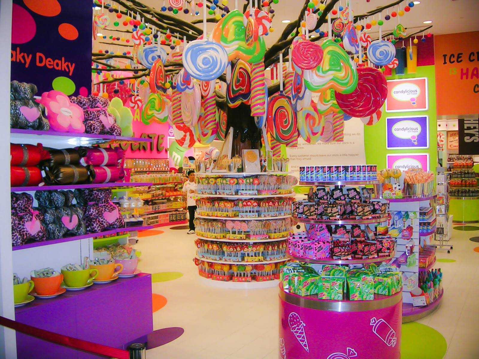 Family Travel Blog : 7 American Candy Stores Worth Traveling to