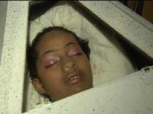 Altos cosos del Cementerio Cristo Salvador dificultan entierro joven asesinada por comentario negativo en Facebook.