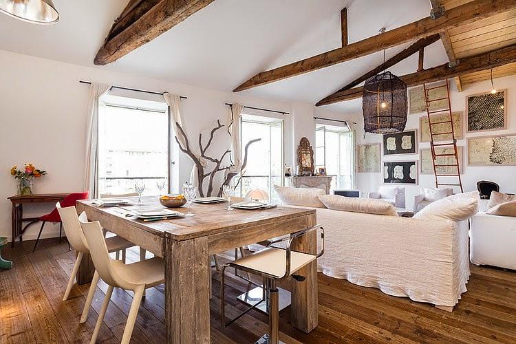 Eclecticismo afrancesado en blanco y madera, ¡un resultado perfecto!