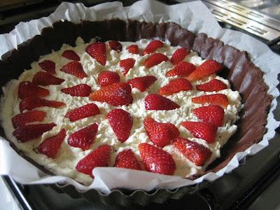 Un'invitante ricetta per gli intolleranti alle uova quella di questa Crostata di Fragole, buonissima e davvero sana.