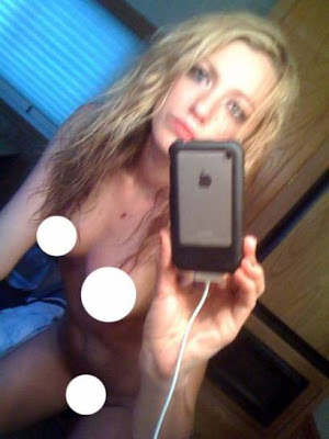 Gossip Girl Star Blake Lively Rocked By Naked Photos Leak!