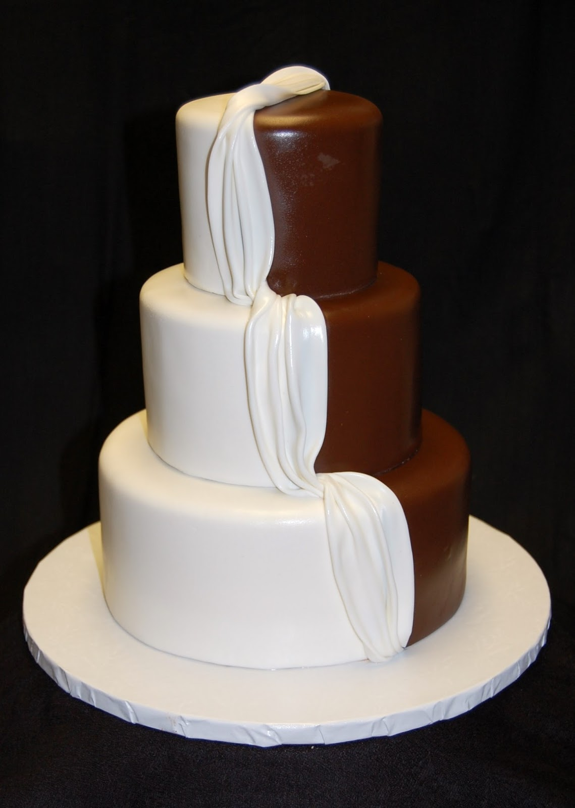 Dreas Dessert Factory His And Hers Wedding Cake - His And Hers Wedding Cake