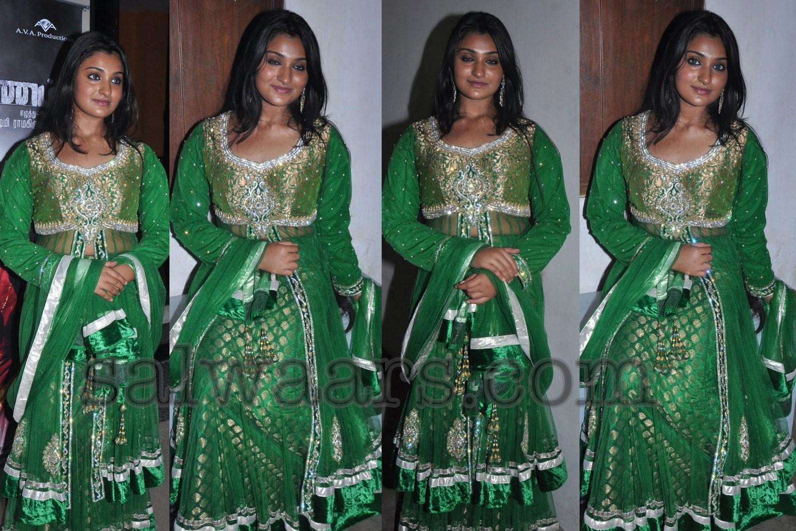 http://3.bp.blogspot.com/-iZH0e7C8nNU/T-IixcNt3QI/AAAAAAAAs1Y/aq7rmJ6pkbo/s1600/Green_Banaras_Long_Dress.jpg