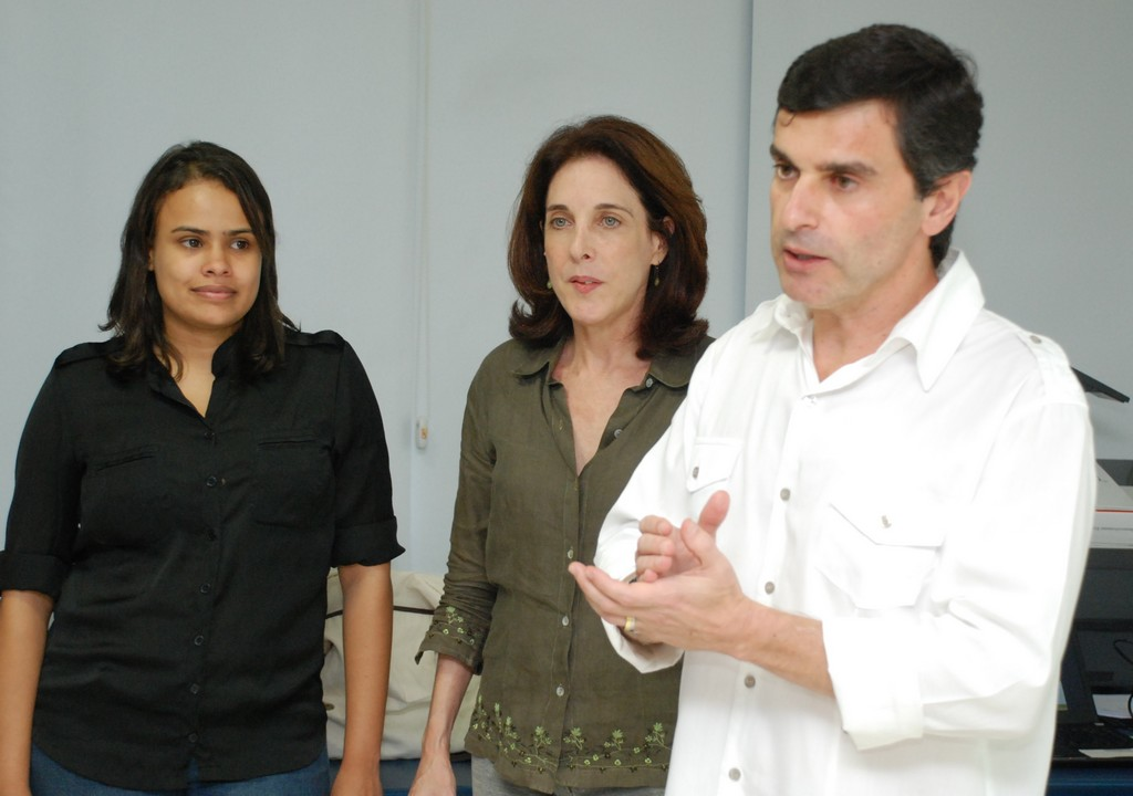 A oficina foi conduzida pelo coordenador da Agenda 21 de Teresópolis e do Meio Ambiente da Secretaria Municipal de Meio Ambiente e Defesa Civil, Leandro Coutinho, pela coordenadora técnica do projeto Agenda 21 Comperj, Patrícia Kranz, e pela comunicóloga da Petrobras, Ana Farjado