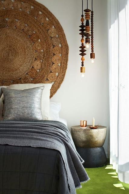Gemütlich Einrichten rund um Bett, Nachttisch und Nachttischleuchte