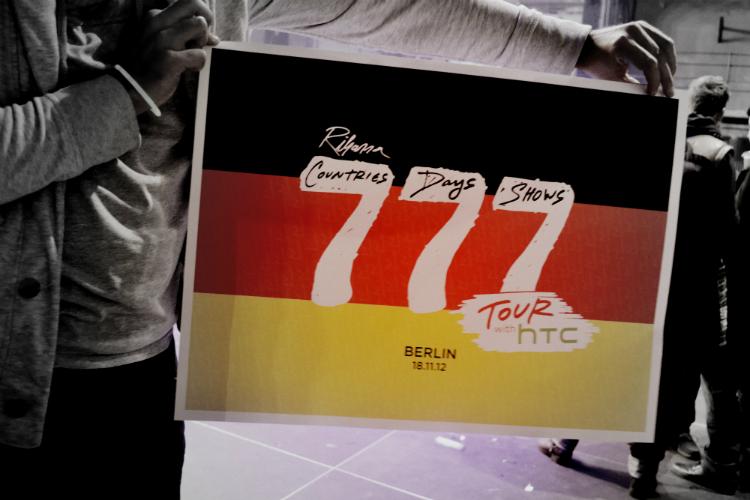 poster 777tour rihanna htc