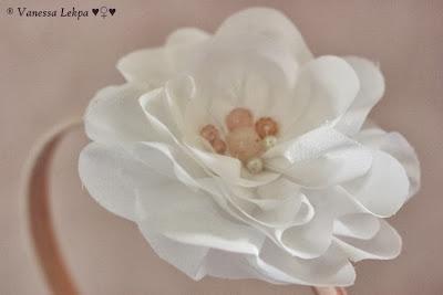 serre tête peigne chignon mariée mariage fleurs fait main en france créateur bijoux pièce unique fleurs de soie artisanant haute couture