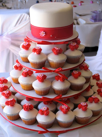 red and white wedding cupcakes