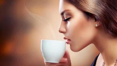 Meniup Minuman dan Minuman Panas Ternyata Berbahaya Bagi Kesehatan, Nih kata Ahli Gizi!