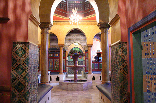 The paris letter steamin 39 it up the hammam at the mosque for Plus grand jardin de paris